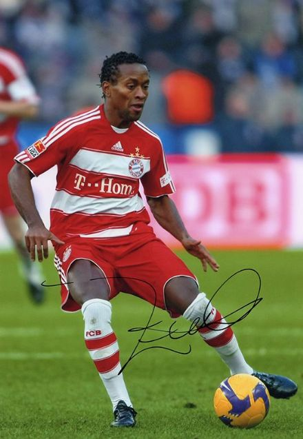 Ze Roberto, Bayern Munich & Brazil, signed 12x8 inch photo.(2)